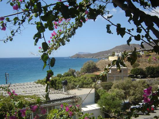 Villa Tsapakis: Looking west from Dytiko