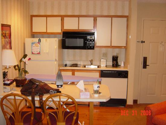 Homewood Suites by Hilton Fort Myers: Kitchenette
