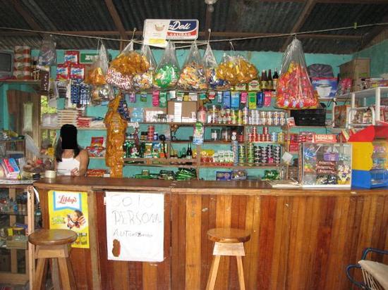 Finca El Mirador: Soda Dilan interior