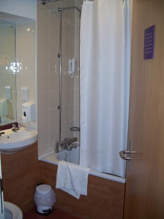 ‪‪Premier Inn Liverpool City Centre (Moorfields) Hotel‬: Bathroom‬