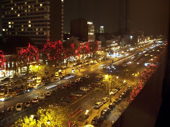 Sofitel Brussels Le Louise: Night View 1