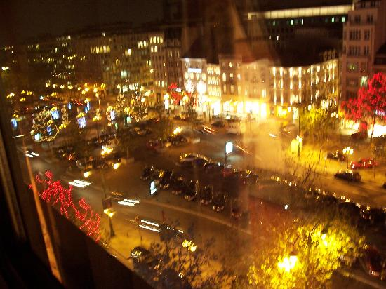 Sofitel Brussels Le Louise: Night View 2