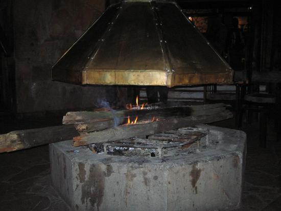 Sarova Mara Game Camp : Fire place in the bar