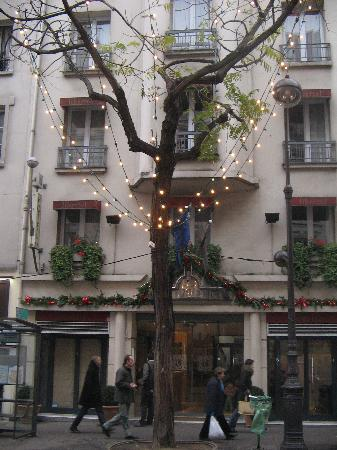 Libertel Canal Saint-Martin : photo of hotel from accross street