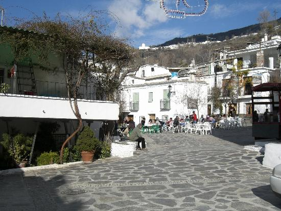 Pampaneira, Spain: Town square