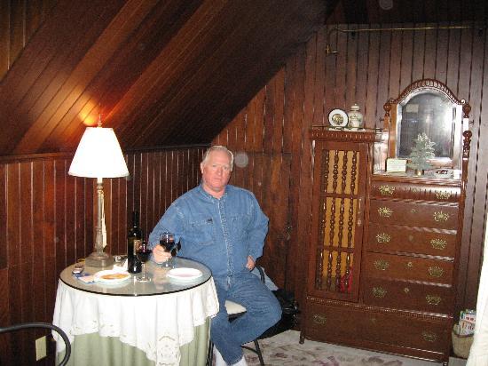 Phipps Inn: Relaxing in the Willow Chamber