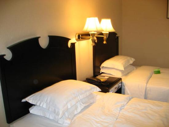 Casa Real Hotel: 2 single beds for 2 people