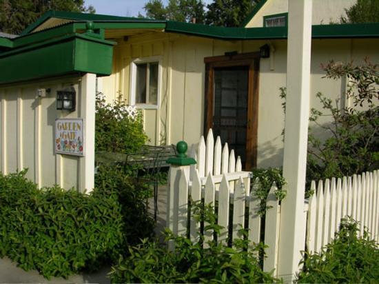Meadow Creek Ranch Bed and Breakfast Inn: Garden Gate Room entrance