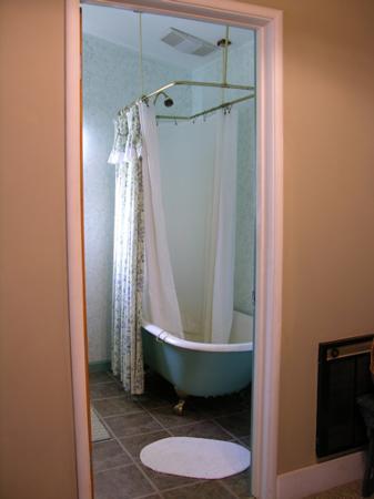 Meadow Creek Ranch Bed and Breakfast Inn: Garden Gate Room bath