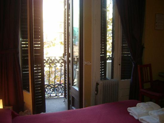 Suite Gaudi Barcelona: The view onto the balcony