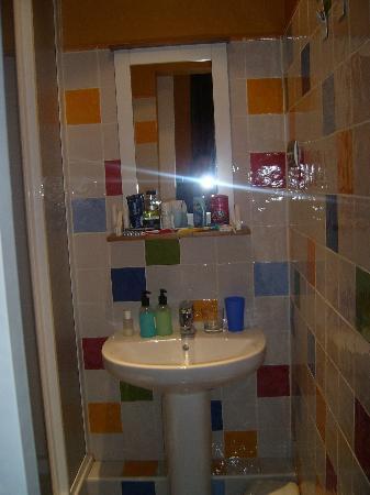 Suite Gaudi Barcelona: The bathroom