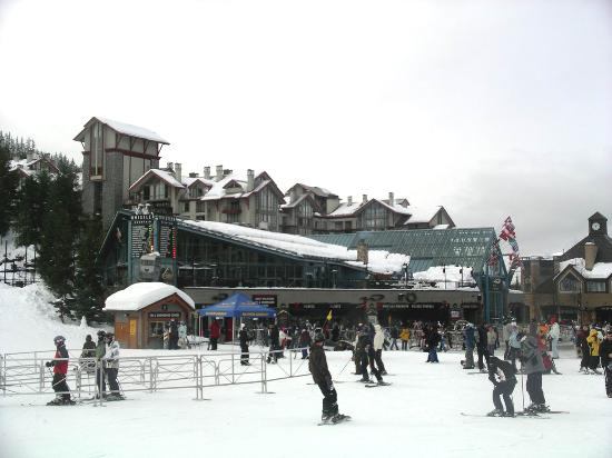 Pan Pacific Whistler Village Centre: The hotel sits right next to the nursery slopes and the Whistler gondola