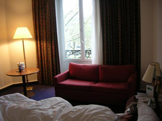 Crowne Plaza Paris Republique: Comfortable couch