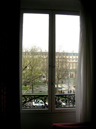 Crowne Plaza Paris Republique: Window view