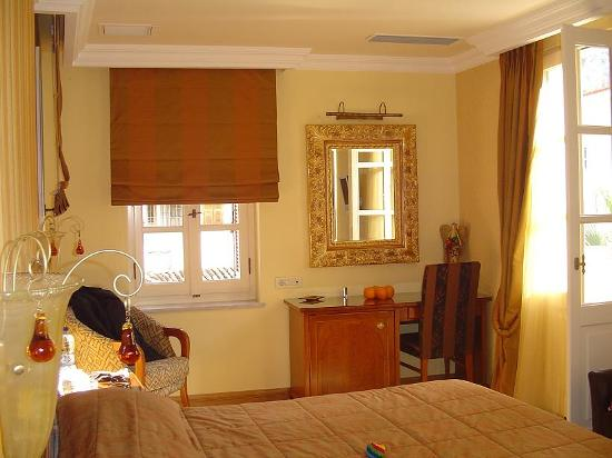 Aetoma Hotel: Our room