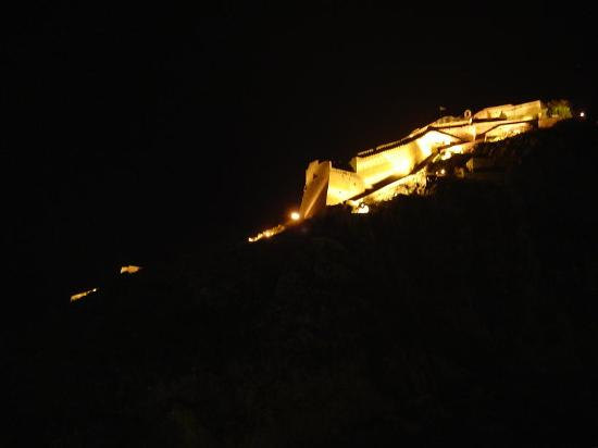 Aetoma Hotel: Night view of the castle from our window