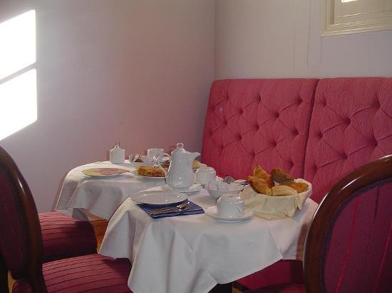 Aetoma Hotel: Breakfast time!