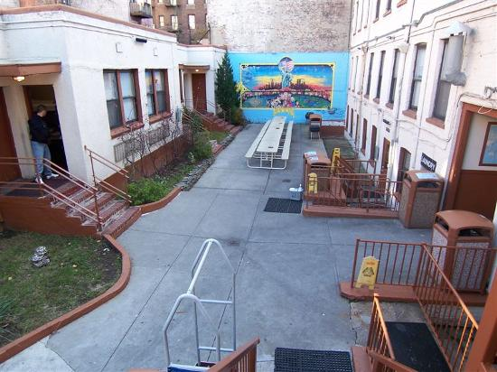 Chelsea International Hostel: The courtyard...