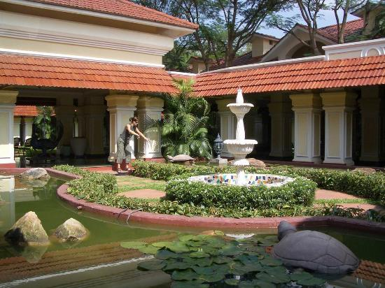 patio con jardines interiores picture of mayfair lagoon bhubaneswar tripadvisor