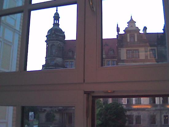Hotel Taschenbergpalais Kempinski: View from Palais Suite