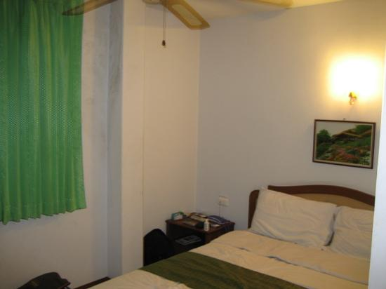 Thepparat Lodge: Simple, clean, basic room
