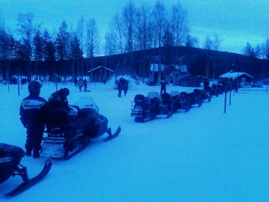 Levi Ski Resort: snowmobile safari!