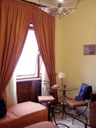 Hotel Sant'Eligio: The Piazza Plebiscito.
