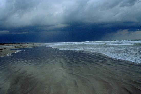 Holiday Isle Oceanfront Resort: Beautiful storm sky
