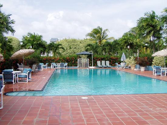 Rovanel's Resort : Pool Area