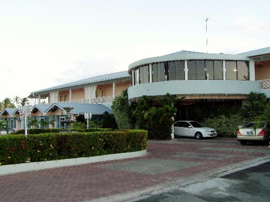 Rovanel's Resort: Front of hotel