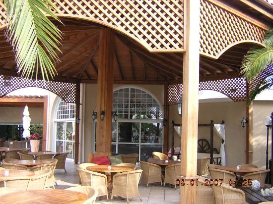 The King Jason Paphos: Outside Bar Area