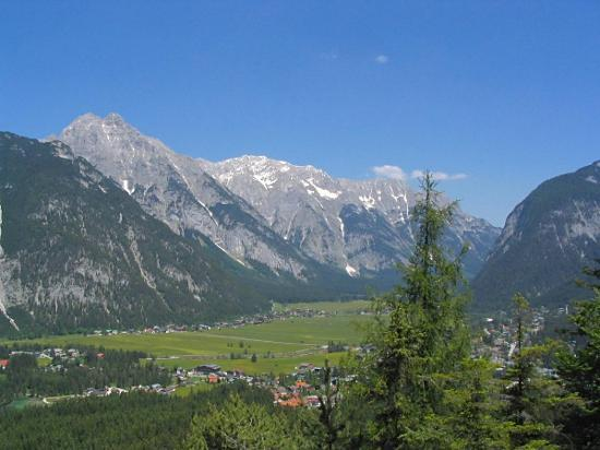 Seefeld in Tirol, Oostenrijk: The nearby Leutasch valley