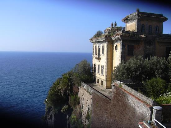 Hotel Corallo Sorrento: an old Italian Villa next door
