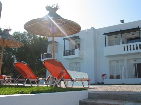 Ammos Hotel: The rooms from the pool
