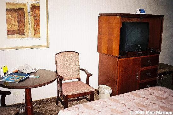 Holiday Inn Denver Lakewood: A view of the television, along with a table and chair
