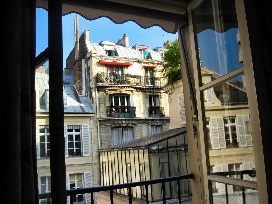 Hotel de l'Abbaye Saint-Germain : A room with a view...3rd floor, in the front, to be exact.