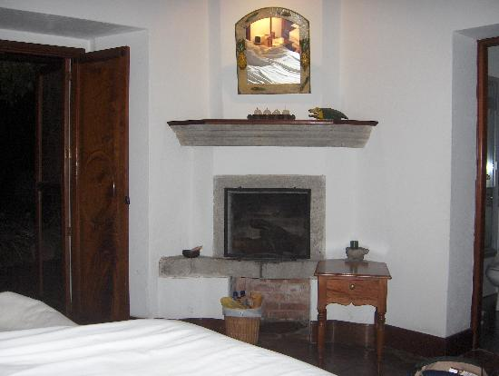 Mansion del Pensativo: room