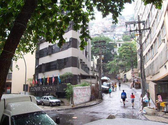 Ducasse Rio Hotel: In the corner of the hotel the main access to a huge favela