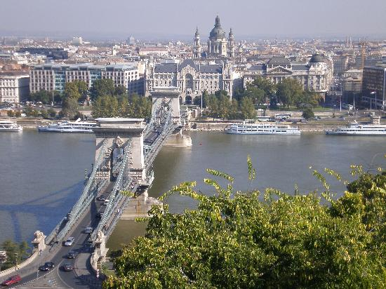 Hotel Parlament: View of Chain Bridge from Buda Castle