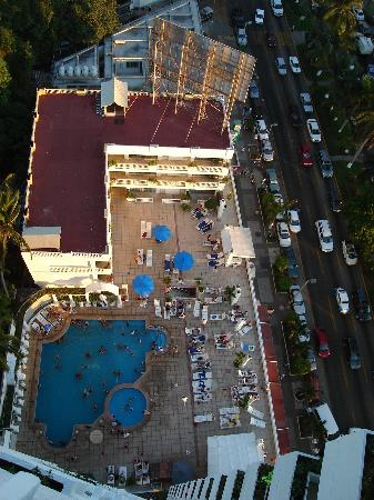 Romano Palace Hotel & Suites Acapulco: Daytime View from hotel