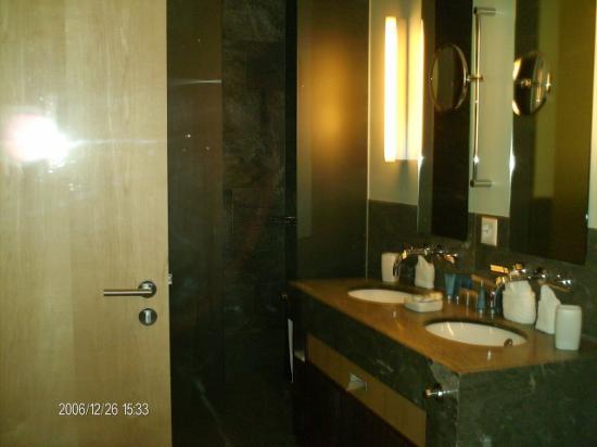 Waldhotel Davos: bathroom