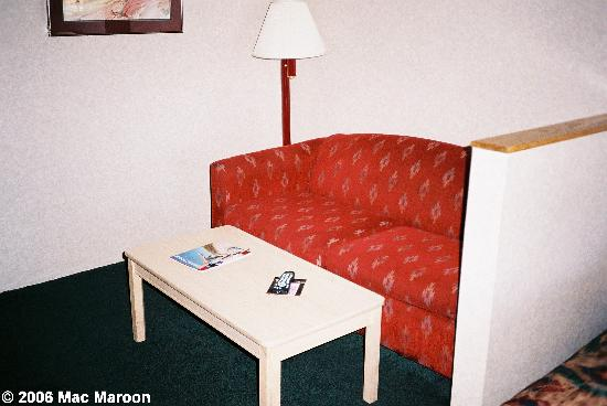 Comfort Suites: The sitting area