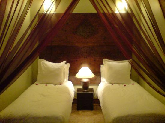 Dar Silsila: Beds