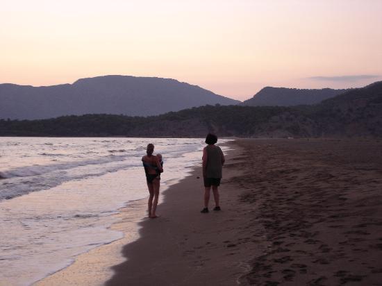 Dalyan, Turkije: Sunset at Iztuzu Beach