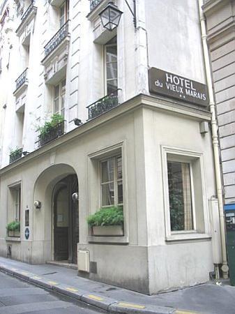 Vieux Marais: front of hotel