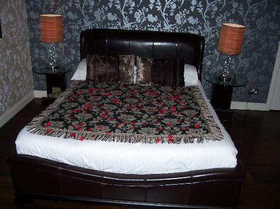 The Howbeck: The bed with rose petals