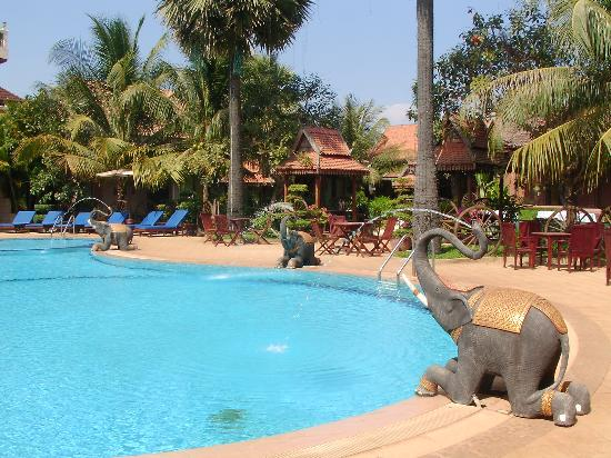 Apsara Angkor Resort & Conference: Hotel pool