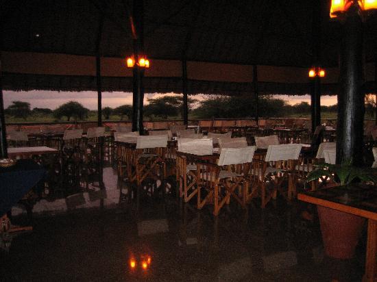 Ngutuni Safari Lodge: Lodge restaurant