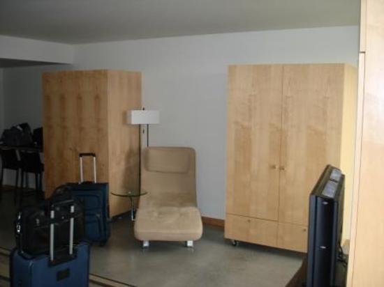 hotelVetro: studio suites & convention center Photo