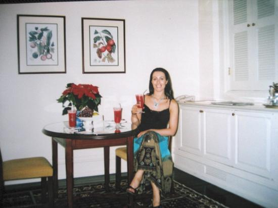 Raffles Hotel Singapore: Our welcoming Singapore Sling on arrival